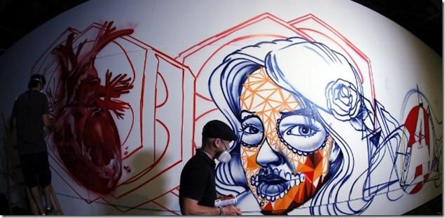 15jan2013-a-segunda-edicao-da-bienal-graffiti-fine-arte-e-realizada-entre-os-dias-22-de-janeiro-e-17-de-fevereiro-no-mube-em-sao-paulo-uma-semana-antes-da-abertura-os-cinquenta-e-um-1358284668287_615x300