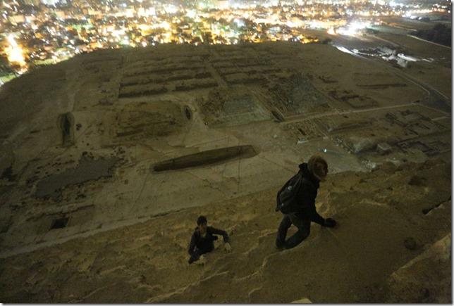 russos-piramides-egito032013c