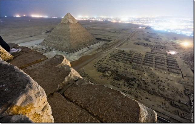 russos-piramides-egito032013d