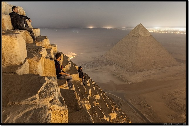 russos-piramides-egito032013f