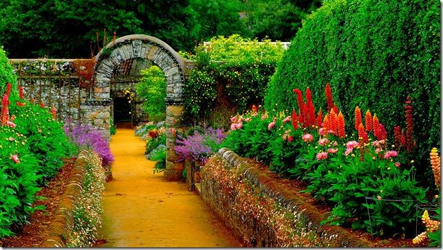 nature-landscapes_hdwallpaper_country-garden-path_4434