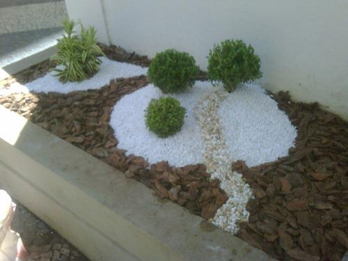 Jardim com pedras 2 Jarcy Tania -> Decoração De Jardim Com Vasos E Pedras